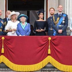 La Reina Isabel, el Príncipe Carlos, Camilla Parker, los Duques de Cambridge, los Duques de Sussex celebran el 100 aniversario de la RAF