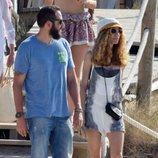 Borja Thyssen y Blanca Cuesta paseando por Ibiza durante sus vacaciones