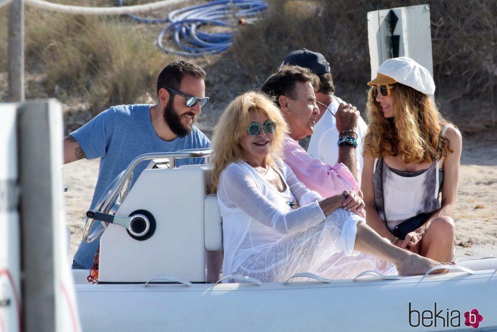 La Baronesa Thyssen, Manuel Segura, Borja Thyssen y Blanca Cuesta juntos de vacaciones en Ibiza