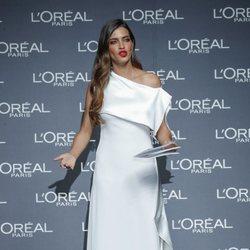 Sara Carbonero se viste de novia como madrina de L'Oreal en la Madrid Fashion Week
