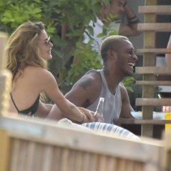 Doutzen Kroes y  Sunnery James muy felices durante unas vacaciones en Ibiza