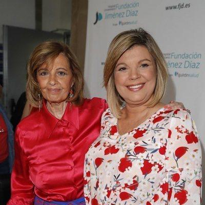 María Teresa Campos y Terelu posan ante los medios tras recibir el alta tras la operación de cáncer de mama