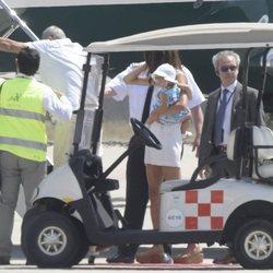 George Clooney en el aeropuerto de Cerdeña