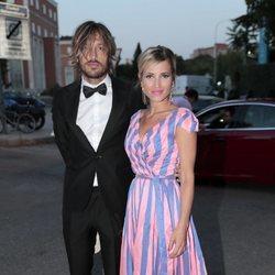 Ana Fernández y Adrián Roma llegando a la fiesta del 30 aniversario de Vogue