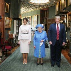 La Reina Isabel II con Donald Trump y Melania en el interior del Castillo de Windsor
