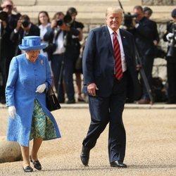 Donald Trump junto a la Reina Isabel II