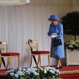La Reina Isabel II esperando a Donald Trump