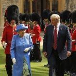 Donald Trump y la Reina Isabel II muy cómplices