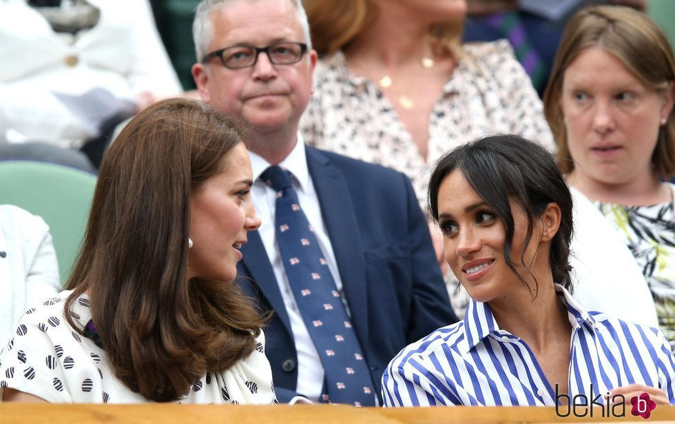 Meghan Markle y Kate Middleton muy cómplices la final femenina de Wimbledon 2018