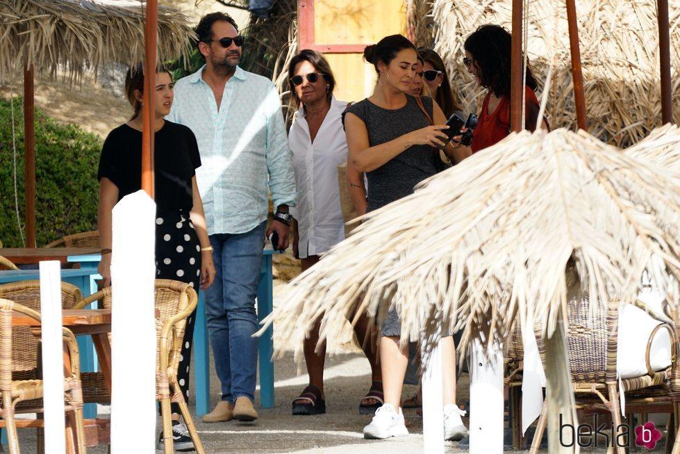 Vicky Martín Berrocal y su hija Alba Díaz de vacaciones en Ibiza