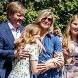 Guillermo y Máxima de Holanda muy espontáneos junto a las Princesas Amalia y Alexia en el posado veraniego 2018