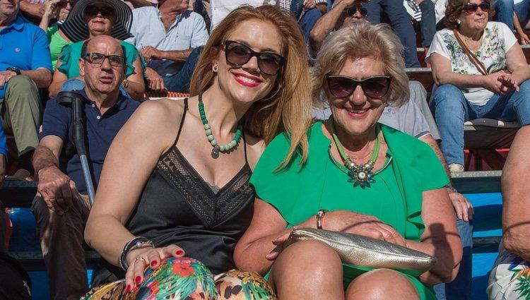 Beatriz Trapote y Carmen Bazán en una corrida de Víctor Janeiro