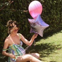 Adriana Abenia celebrando su 34 cumpleaños en la recta final de su embarazo