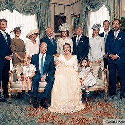 La Familia Real Británica en el bautizo del Príncipe Luis