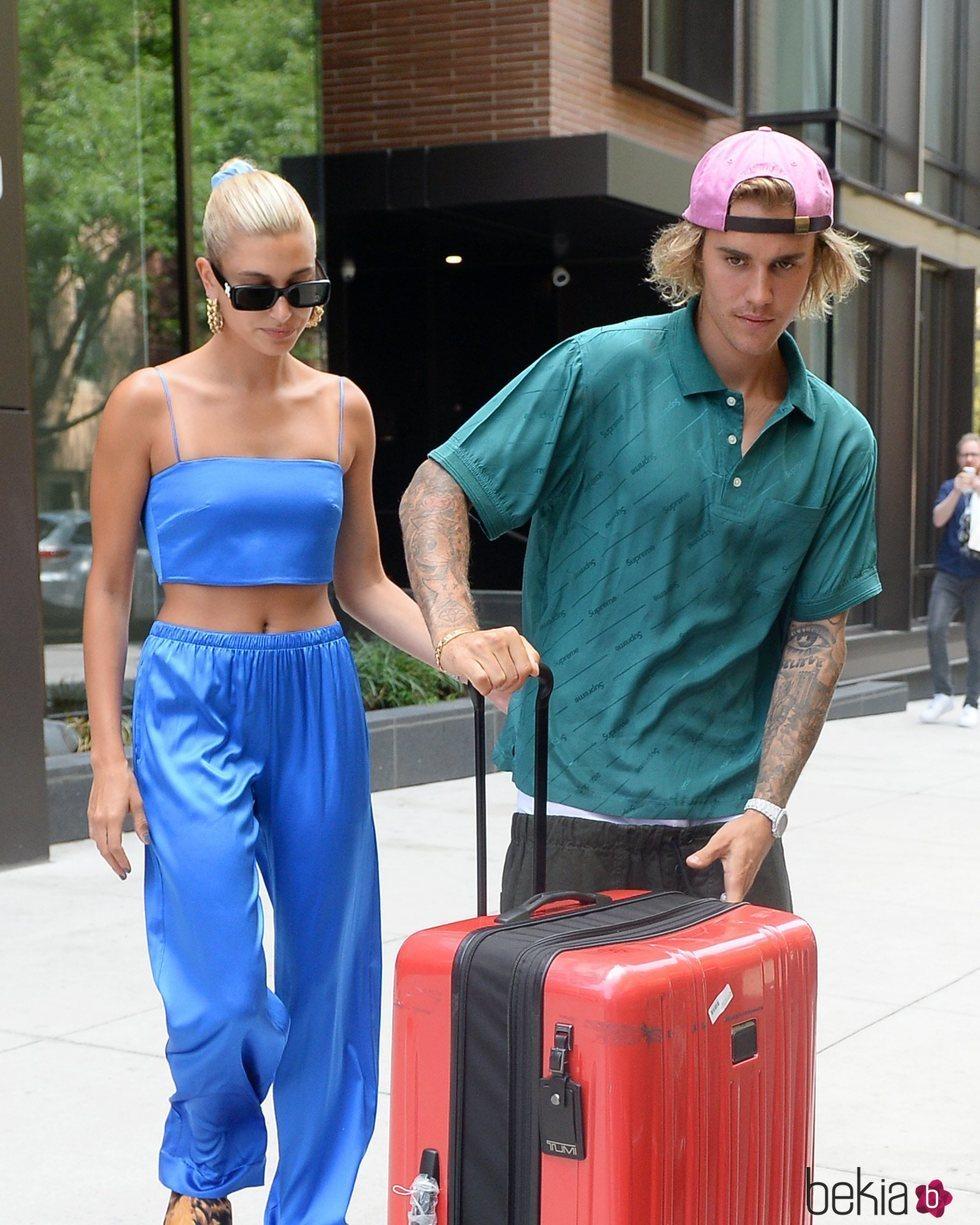 Justin Bieber y Hailey Baldwin abandonando el apartamento de la modelo en Nueva York