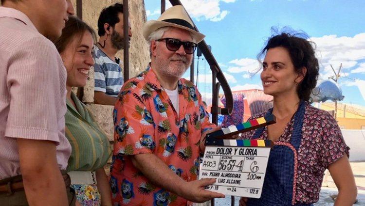 Penélope Cruz y Pedro Almodóvar durante el rodaje de 'Dolor y Gloria'