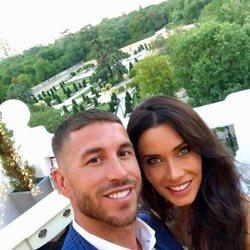 Sergio Ramos y Pilar Rubio muy sonrientes anunciando su compromiso