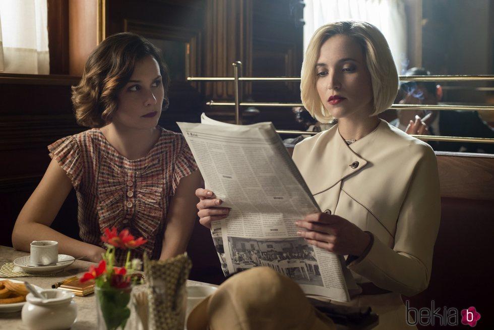 Nadia de Santiago y Ana Fernández en la tercera temporada de 'Las chicas del cable'