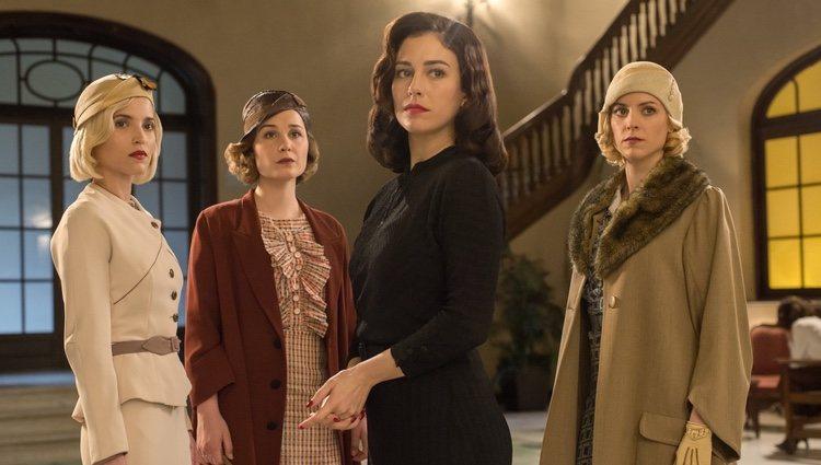 Blanca Suárez, Nadia de Santiago, Ana Fernández y Maggie Civantos en la tercera temporada de 'Las chicas del cable'