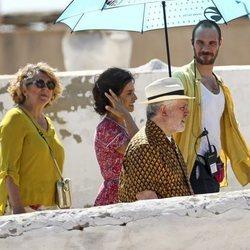 Penélope Cruz junto con el director Pedro Almodóvar durante el rodaje de 'Dolor y Gloria'