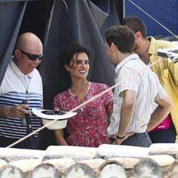 Agustín Almodóvar, Penélope Cruz y Raúl Arévalo en el rodaje de 'Dolor y Gloria'