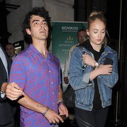 Sophie Turner y Joe Jonas pasean por las calles de Londres