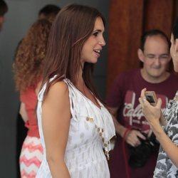Elena Furiase luciendo embarazo como embajadora de una marca de agua