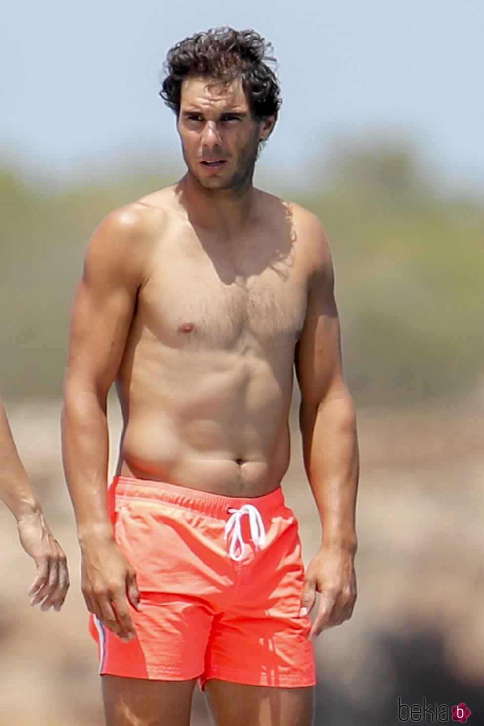 Rafa Nadal luciendo torso en Ibiza
