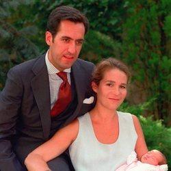 La Infanta Elena y Jaime de Marichalar posan con su hija Victoria Federica tras su nacimiento