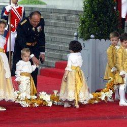 Froilán, Juan y Miguel Urdangarin y Victoria López-Quesada ensayando como pajes de la boda de los Reyes Felipe y Letizia