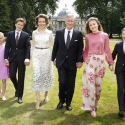 Los Reyes Felipe y Matilde de Bélgica junto a sus hijos celebran los cinco años del Rey Felipe en el trono