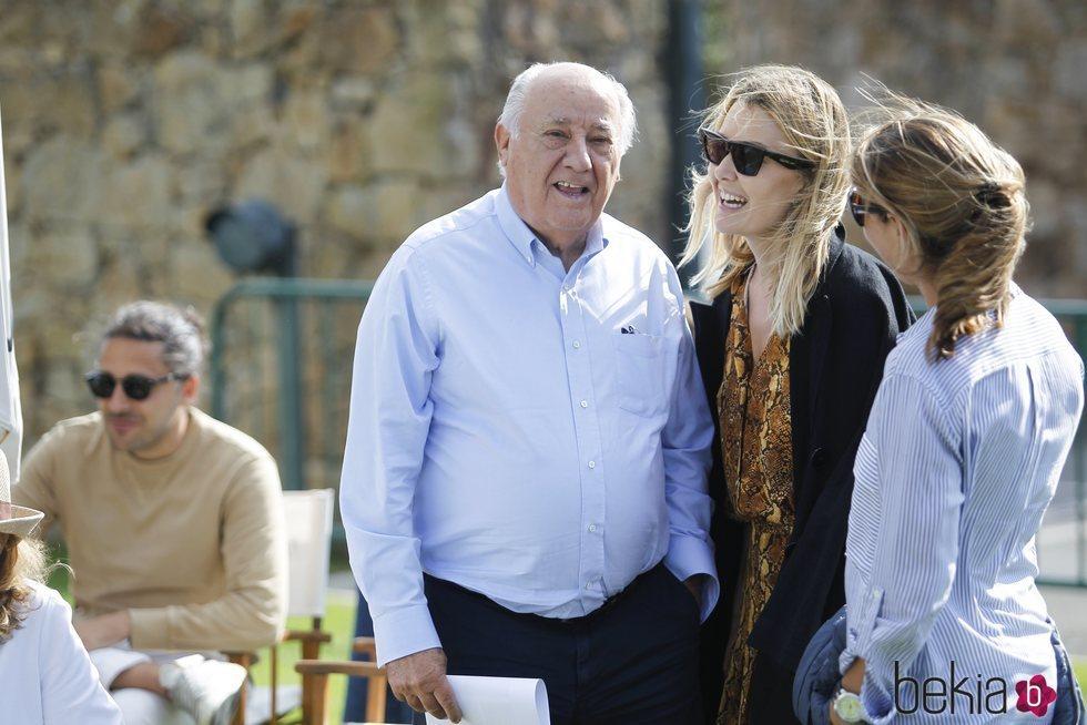 Amancio Ortega junto a su hija en Casas Novas