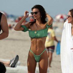 Emily Ratajkowski luce cuerpazo en Miami