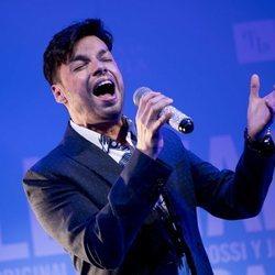 Paco Arrojo cantando en la presentación del musical 'La llamada'