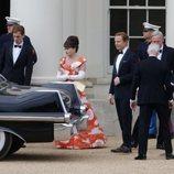 Helena Bonham Carter y Ben Daniels en el rodaje de la tercera temporada de 'The Crown'