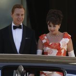 Helena Bonham Carter y Ben Daniels en el rodaje de 'The Crown' para Netflix