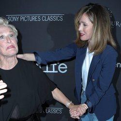 Rose Byrne y Glenn Close en la premiere de 'The Wife'