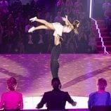 David Bustamante sostiene a Yana Olina durante su actuación en 'Bailando con las estrellas'