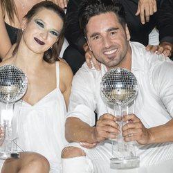 Yana Olina y David Bustamante, con su premio de 'Bailando con las estrellas'