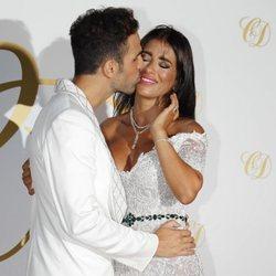 Cesc Fábregas y Daniella Semaan muy cariños en la fiesta de su postboda
