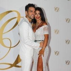 Cesc Fábregas y Daniella Seeman posan durante su fiesta postboda en Ibiza