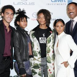 Trey, Jaden y Willow con su padres Will Smith y Jada Pinkett en los EMA 2016