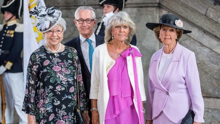Cristina de Suecia y Tord Magnuson, Brígida y Desirée de Suecia durante un acto oficial