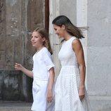 La Reina Letizia y la Infanta Sofía en su posado de verano 2018 en Mallorca en el Palacio de la Almudaina