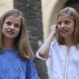 La Princesa Leonor y la Infanta Sofía en su posado de verano 2018