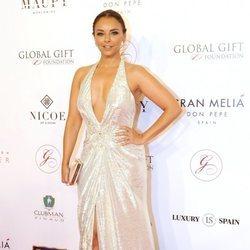 La cantante Chenoa posando ante las cámaras en la Global Gift Marbella 2018