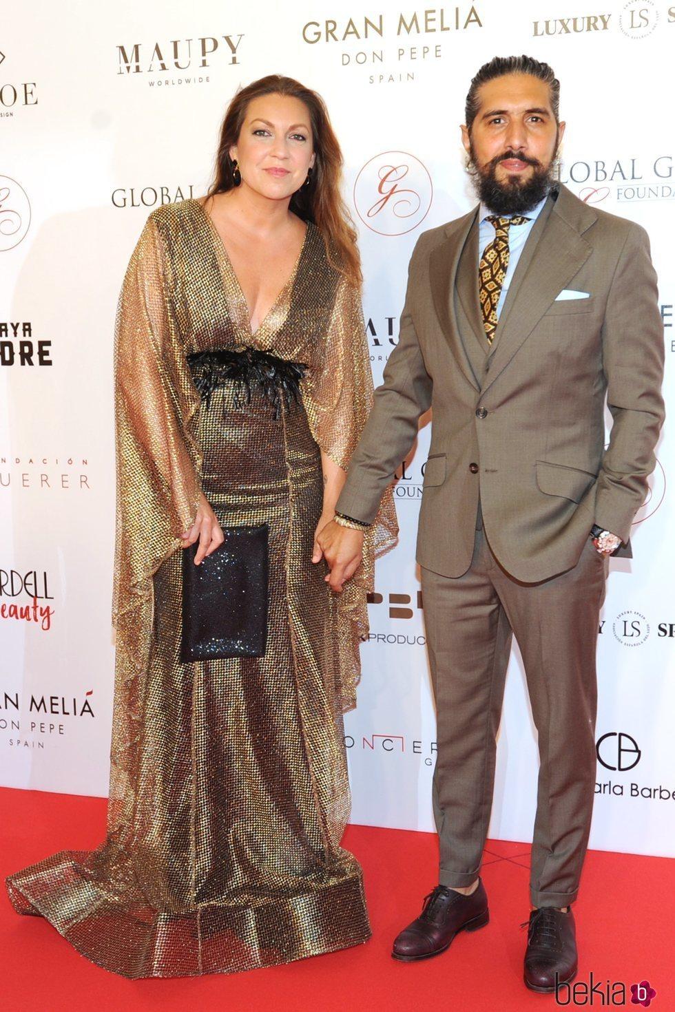 La cantante española Niña Pastori y 'Chaboli' en la gala Global Gift Marbella 2018