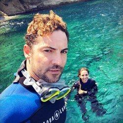 David Bisbal y Rosanna Zanetti haciendo buceo en Menorca