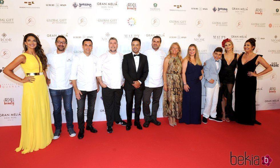 Lorena Bernal junto con Luis Fonsi y Adrián Martín en la gala Globel Gift Marbella 2018