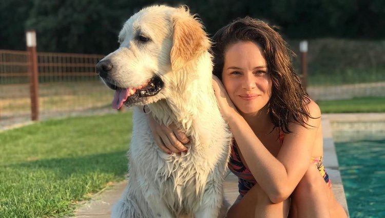 Luz Cipriota con el perro de Andrés Velencoso